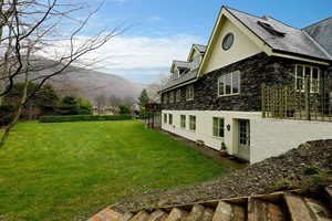 Hendy Bach, property with pool near Llangollen
