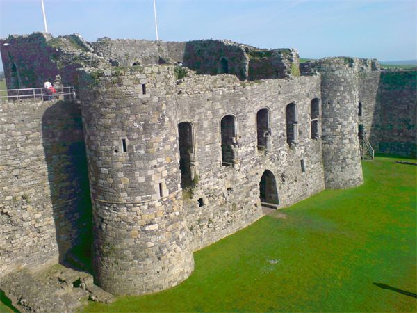 800Px Beaumaris Castle 12 977
