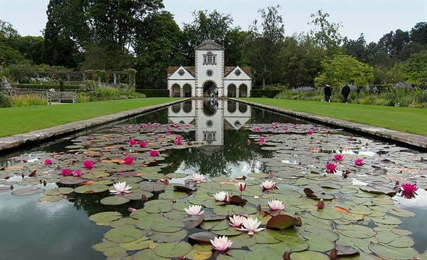 Beautiful places to get married in north wales nwhc for Beautiful gardens to get married in