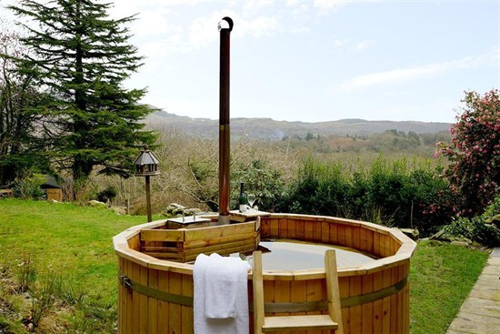 Cerrig 3 hot tub